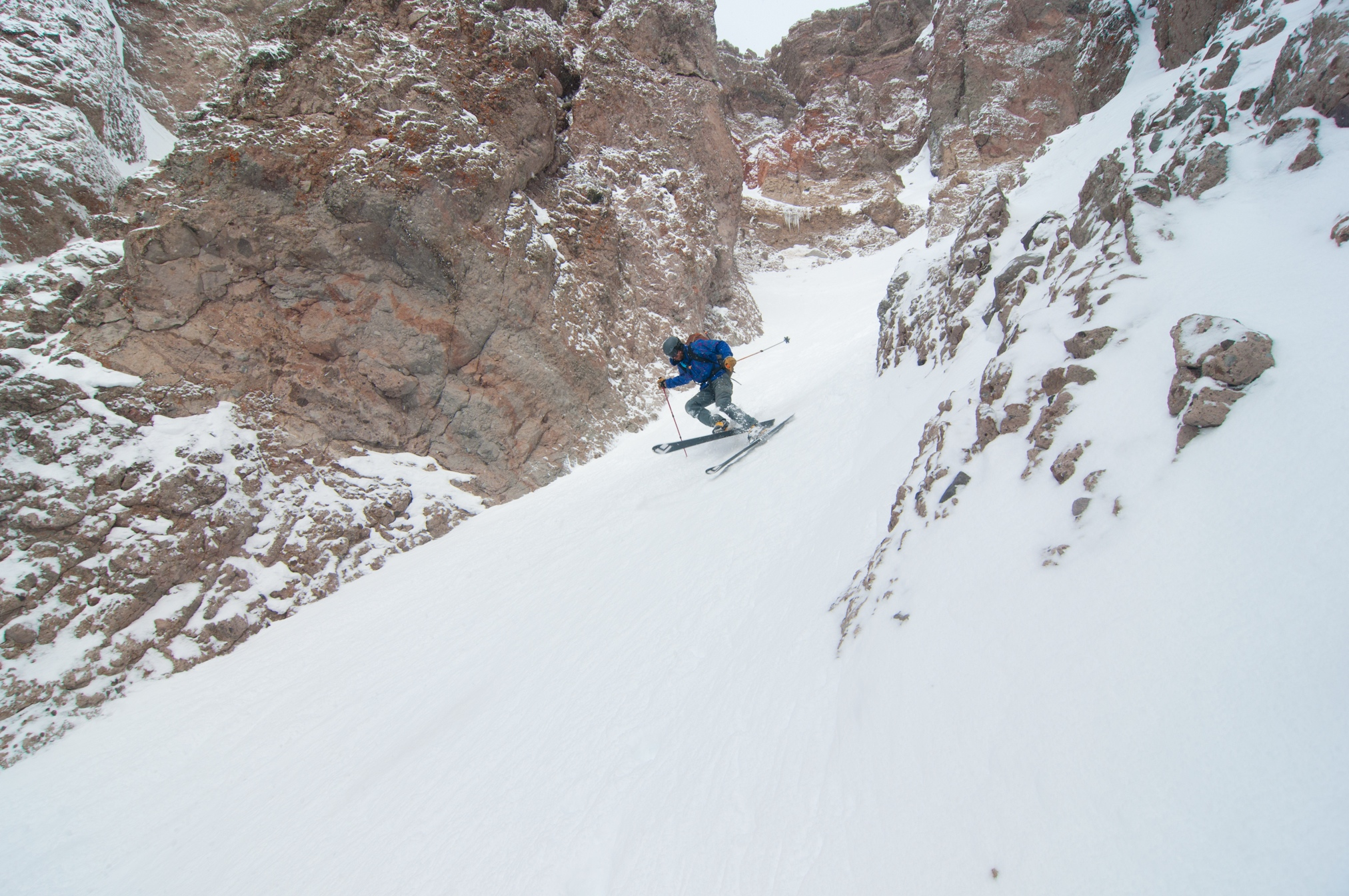 Tele Rob in prime couloir skiing form